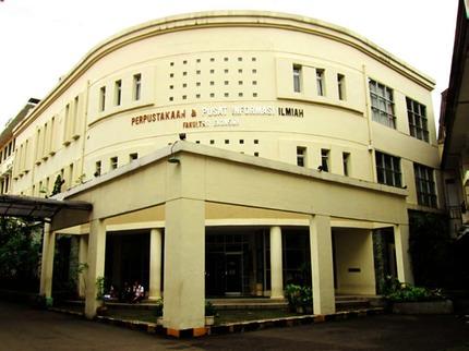 Fasilitas Dan Koleksi Perpustakaan Dan Pusat Informasi Ilmiah